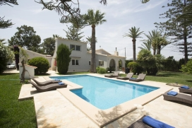 Beautiful and comfortable villa in Denia, Costa Blanca, Spain for a maximum of 4 persons with private pool.This villa is situated in a beachy, rural and woody area, close to restaurants and bars and at 500 m from Las Marinas beach and offers a lot of, Denia