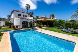 Villa in Denia, on the Costa Blanca, Spain with private pool for 12 persons. The villa is situated close to restaurants and bars and at 25 m from Almadrava beach. The villa has 6 bedrooms and 4 bathrooms, spread over 2 levels. The accommodation offer, Denia