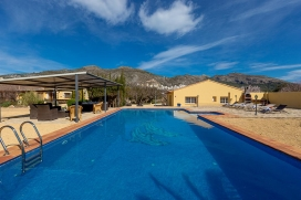Large and cheerful villa in Jalon, on the Costa Blanca, Spain with private pool for 8 persons. The villa is situated in a rural and urban area and close to restaurants and bars, shops and supermarkets. The villa has 4 bedrooms and 2 bathrooms. Its co, Jalon