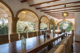 Villa with private pool on the Costa Blanca in Javea, Spain, for up to 8 people.Nice, rustic holiday villa in Javea, recently reformed and at only 8 minutes walk from the sandy beach 'El Arenal'. The house is situated on a large plot which covers 500, Javea