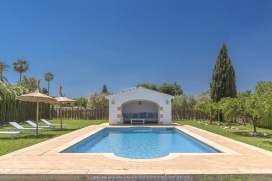 Character finca with private pool, air-conditioning and wifi for 8 persons and located in Javea.Spacious, elegant and romantic, Villa El Descanso, lives up to its name., Javea