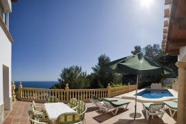 Holiday villa with spectacular sea views, private pool for a maximum of8 people in Javea, Costa Blanca.Enjoy the wonderful sea views out towards the island of Portichol in this fantastic villa situated in a very quiet area, just 1 km from La Barraca beach. The villa has a superb covered terrace with comfortable sofas and an area for eating just off the kitchen with dining table and chairs for 8.Villa Mar Azul is a4 bedroom villa with spectacular sea views and private pool located just a 10 min drive to Javea´s sandy beach, brimming with bars, restaurants and cafes.The villa has2 bedrooms and1 bathroom in the main living area and 2 further separate double bedrooms each with en suite bathroom and their own access ideal either for older teenagers who wish to come home later than the rest of the group or for couples wanting their own privacy. By the pool there is a BBQ area, another dining table and sunbeds., Javea