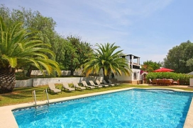 Exotic holiday villa for up to 4 people, with large garden and private swimming pool in Javea.A truly lovely Villa on two independent levels situated in a quiet residential area of Javea at only 10 minutes' drive from the sandy beach, the Arenal. The, Javea