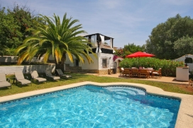 Exotic holiday villa for up to 8 people , with large mature garden and private swimming pool in Javea.Truly lovely villa on two independent levels situated in a quiet residential area of Javea at only 10 minutes' drive from the sandy beach, the Arena, Javea