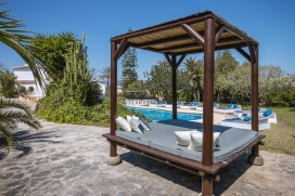Beautiful holiday home in Javea, on the Costa Blanca, Spain with private pool for 6 persons. The holiday home is situated in a hilly and residential beach area, close to restaurants, bars, supermarkets and at 1 km from El Arenal, Javea beach. The hol, Javea