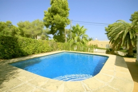 Beautiful and comfortable villa in Javea, on the Costa Blanca, Spain  with private pool for 6 persons.  The villa is situated  in a  residential area and  at 3 km from El Arenal beach.  The villa has 3 bedrooms and 2 bathrooms, spread over 2 levels. , Javea
