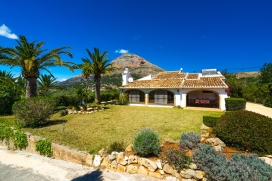 Holiday rental villa at the Costa Blanca with private swimming pool for maximum of 8 people.Recently renovated spacious villa in Spain situated on a large plot in the rural valley of Javea at the foot of the mountain Montgó. This attractive vill, Javea