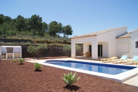 Comfortable villa   in Javea, Costa Blanca, Spain  with private pool, for a maximum of 6 persons.This villa is situated  in a  residential area and  at 3 km from Arenal beach. The accommodation has privacy, a garden with gravel and trees and  a view , Javea