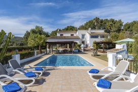 Holiday villa at the Costa Blanca for maximum25 people.Beautifully renovated country house in Spain on two floors, situated on a large plot just outside Javea, which can be easily reached within 10 minutes by car and 1.5km from Golf. It offers , Javea