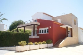 Beautifull modern villa for 12 people, looking to Montgó mountain and with sea views. At only 500 m. from the old town of Jávea, where you can walk every day and find supermarkets, restaurantsshops. The Arenal beach and the Port of Jáv, Javea
