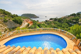 Holiday villa with private swimmingpool for rent in Javea, Costa Blanca, for up to 8 people .Luxury villa with wonderful seaviews overlooking the bay of La Barraca and the island of Portichol. The house is situated on two levels with three bedrooms w, Javea