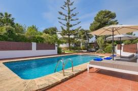 Comfortable villa en Javea, Costa Blanca, España para un máximo de 4 personas con piscina privada.Esta villa está situada en una zona rural y boscosa, sin vecinos cercanos, por lo que hace de su privacidad una de s, Javea