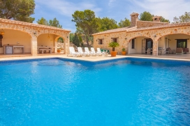 Large and comfortable villa in Lliber, on the Costa Blanca, Spain with private pool for 2 persons. The villa is situated in a hilly, rural, wooded and urban area and at 3 km from BENISSA. The villa has 1 bedroom, 3 bathrooms and 1 guest toilet, sprea, Lliber