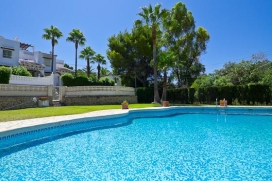 Holiday house   in Moraira, Costa Blanca, Spain  with communal pool, for a maximum of 4 persons.This holiday house is situated  in a  residential area. The accommodation has a lawned garden with gravel and trees and  views of  the valley and the moun, Moraira