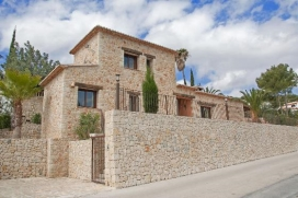Rental villa in Moraira, Costa Blanca. Villa Cambra is placed in a privileged place, to only 1,5km. of Moraira town, of his sandy beach and of supermarkets and restaurants., Moraira
