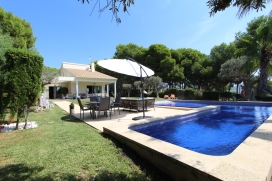 Modern and comfortable villa with private pool in Moraira, on the Costa Blanca, Spain for 8 persons. The villa is situated in a wooded and residential area, close to restaurants and bars and shops and at 400 m from Ls Rocas beach. The villa has 4 bed, Moraira