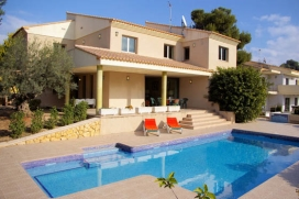Fantastic holiday rental villa of modern style with seaview and situated in El Portet of Moraira with capacity for maximum of 12 people. Of recent construction, with air conditioning in all the bedrooms and in the lounge - dining room., Moraira