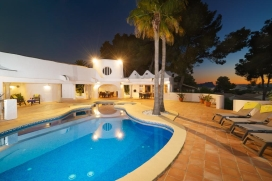 Wonderful and luxury villa with heated pool in Moraira, on the Costa Blanca, Spain for 4 persons. The villa is situated in a residential area, close to restaurants and bars, shops and supermarkets and at 500 m from Playa Ampolla beach. The luxury vil, Moraira