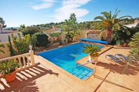 Beautiful villa    for rent with private pool, in Moraira, Costa Blanca, Spain for a maximum of 2 persons.This villa is situated close to restaurants and bars, shops, supermarkets and a tennis court and  at 2 km from Playa L´Ampolla beach. The a, Moraira