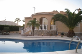 Classical Spanish villa (146m2) in quiet Atalaya Park with 600m2 sheltered garden. The property has great views, as well as the large spacious swimming pool 4 m x 8 m., Quesada