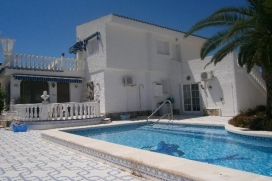 A lovely detached villa with a superb private pool, set in gardens with palms and lemon trees. With 5 bedrooms and 3 bathrooms it's a superb choice for a family vacation., Quesada