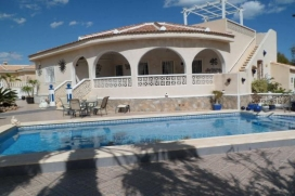 Luxurious villa   in Ciudad Quesada, Costa Blanca, Spain  with private pool, for a maximum of 7 persons. 3 Bedrooms, 3 bathrooms, fully air conditioned with UK TV, WiFi and well equipped kitchen with dishwasher and American style fridge freezer., Quesada