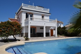 Villa Velazquez is a lovely detached villa with a large private pool, boasting 3 bedrooms and 2 full bathrooms.The villa is fully air conditioned throughout., Quesada