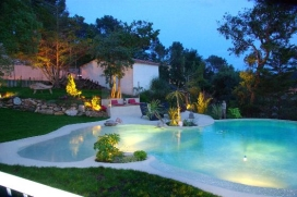 "Rental holidays hause for a maximum of 10 people.Detached house situated in the urbanization ""Residencial Begur""-Begur-Costa Brava.Lovely garden with nice swimming pool, irregular form (type caribbean beach). House distributed in 2 floors. , Begur"