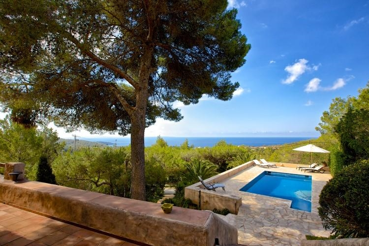 Luxury Villa in Ibiza, Es Cubells for Rent with 4 Bedrooms