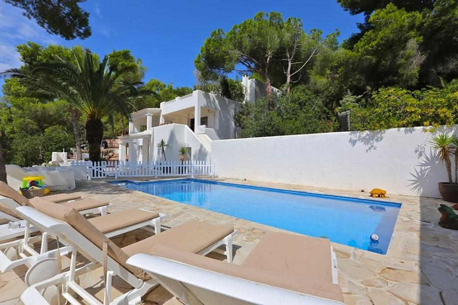 Luxury Villa in Ibiza, Es Cubells for Rent with 6 Bedrooms