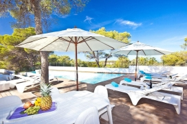 Villa 931Cala BassaLovely villa, recently renovated, located in Cala Bassa, a quiet area. Only 100m walk to the beach of Cala Bassa and 7 km from San Josep, where you can find all kinds of services., Cala Bassa