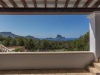 http://foto.i-rent.net/rental/spain/ibiza/islas-baleares/cala-carbo/villas/villa-787_42590/787_00.jpg