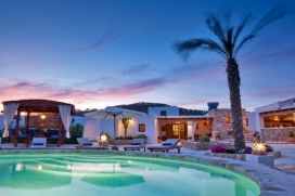 Located in the southern part of the island, just 5 km from the village of Sant Josep, and just 3 km from the beach of Cala Vadella, and close to beaches like Cala D'Hort, Cala Moli, Cala Tarida or Cala Comte, the villa enjoys a unique location, with , Cala Vadella
