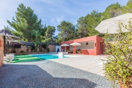 With a fully fenced area of ​​1700m ², this villa of about 280m ² (excluding decks), combines comfort and quality.Located on the highest part of Cala Vadella, this property enjoys great privacy., Cala Vadella