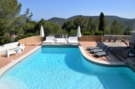 Beautiful newly renovated villa, situated on the heights of Cala Vadella, where you'll enjoy a superb views over the sea, the islands of Bledas and s'Espartas and much of the West coast. Amazing sunsets!Located on a plot of 2., Cala Vadella
