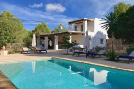 Located in a beautiful forest in the west of the island, 5 km from the town of San Jose, 25 minutes from Ibiza town, and just 3 km from the beach of Cala Vadella, and close to beaches like Cala D 'Hort, Cala Moli, Cala Tarida or Cala Comte. The villa, Cala Vadella