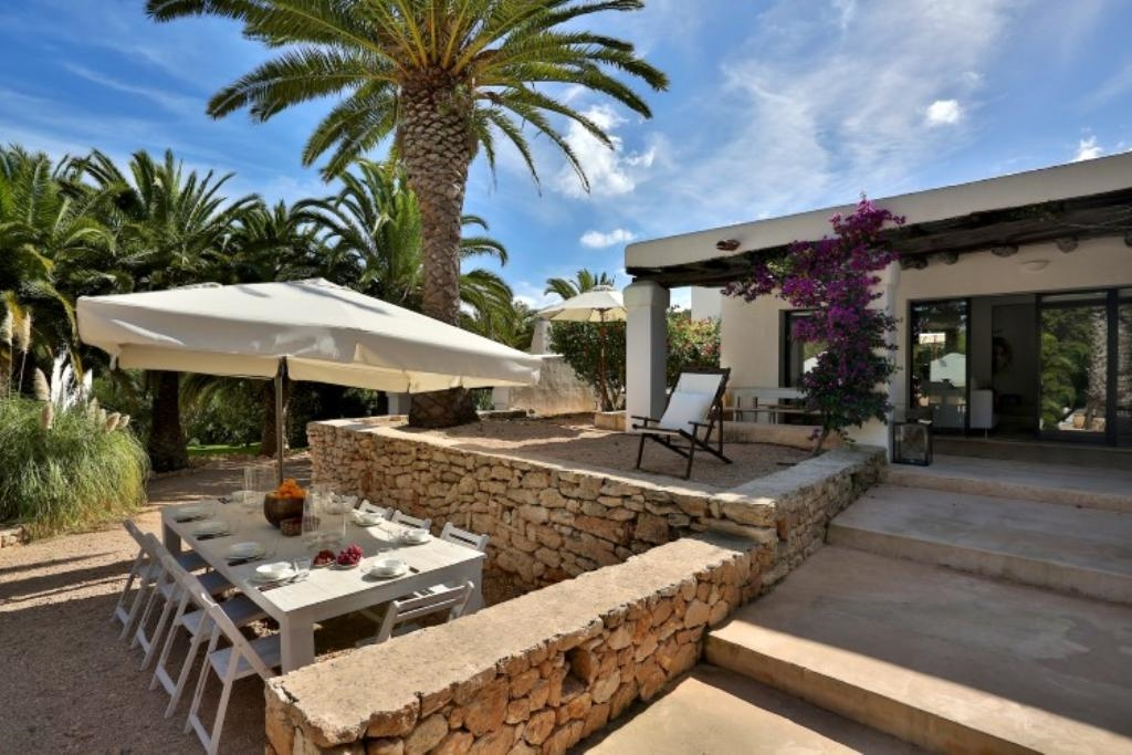 Ibiza villa 852 for rent in san jose with 6 bedrooms for Master bedroom for rent san jose