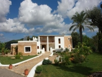 http://foto.i-rent.net/rental/spain/ibiza/islas-baleares/san-lorenzo/villas/villa-735_42512/735_00.jpg
