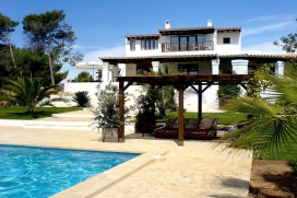 Charming Ibicencan old style finca, fully renovated and tastefully decorated. Located just 3 km from Santa Eulalia town and its beaches., Santa Eulalia