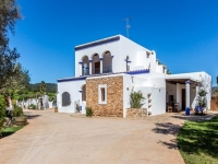 http://foto.i-rent.net/rental/spain/ibiza/islas-baleares/santa-eulalia/villas/villa-958_100428/958_00.jpg