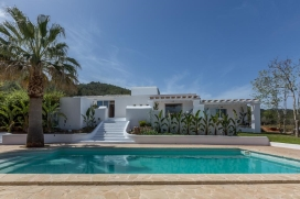 Genuine traditional Ibizan finca, which retains its original shape adapted to modern tastes.Located on a rural plot of 100,000 m2 on the road to San Mateo, just 2 km from the picturesque village of Santa Gertrudis, one of the most popular gathering p, Santa Gertrudis
