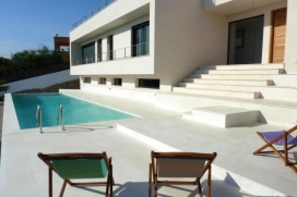 Beautiful villa of modern and minimalist style, situated in one of the best and most in demand areas of the city of Ibiza: Can Pep Simó, a residential complex with beautiful views over the bay of Ibiza.Due to its strategic and exclusive location, Talamanca