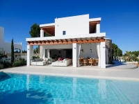 http://foto.i-rent.net/rental/spain/ibiza/san-josep/port-des-torrent/villas/villa-783_102153/783_00.jpg