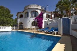 Villa Rona,Mooie en comfortabele villa  met privé zwembad in Benissa, aan de Costa Blanca, Spanje voor 6 personen...