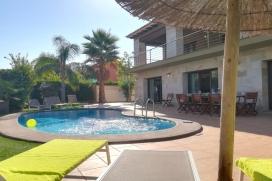"""De villa in DENIA heeft 5 slaapkamer(s) en is geschikt voor 10 personen. Soort accomodatie van <metricconverter ProductID=""""200 m?"""" w:st=""""on"""">200 m²</metricconverter> is smaakvol gemeubileerd en nieuw, gelegen vlak aan het strand, met uitzicht op, Denia"""