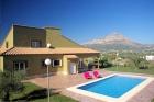 ELEFANTE  350,Een van de nieuwste villas in Javea voor 8 personen. De villa heeft een mooi uitzicht over de Montgo bergen....