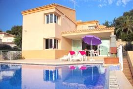 Huurvilla in Moraira, el Portet. Geweldige villa voor groepsvakanties tot 10 personen en ligt in een van de beste gebieden van de Costa Blanca, nog geen 500 m van het strand met helderblauw zeewater., Moraira