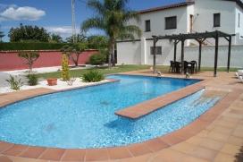 Komfortable Villa    mit privatem Pool, 7 Kilometer von Denia, Comunidad Valenciana, Spanien für maximal 6 Personen.Diese Villa liegt  in einer  ländlichen Umgebung und  etwa 4 Km entfernt vom Strand. Die Unterkunft bietet Privatsphäre, Denia