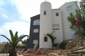 Komfortables Ferienhaus   in Javea, Costa Blanca, Spanien  mit privatem Pool, für maximal 12 Personen.Dieses Ferienhaus liegt  in einer  residentiellen Umgebung, in der Nähe von Restaurants und Bars und  etwa 3 Km entfernt vom Strand von AR, Javea