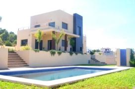 Schöne und Luxus Villa   in Xabia / Javea, Comunidad Valenciana, Spanien  mit privatem Pool, für maximal 8 Personen.Diese Villa liegt  in einer  residentiellen Umgebung, in der Nähe von Restaurants und Bars und  etwa 4 Km entfernt vom , Javea